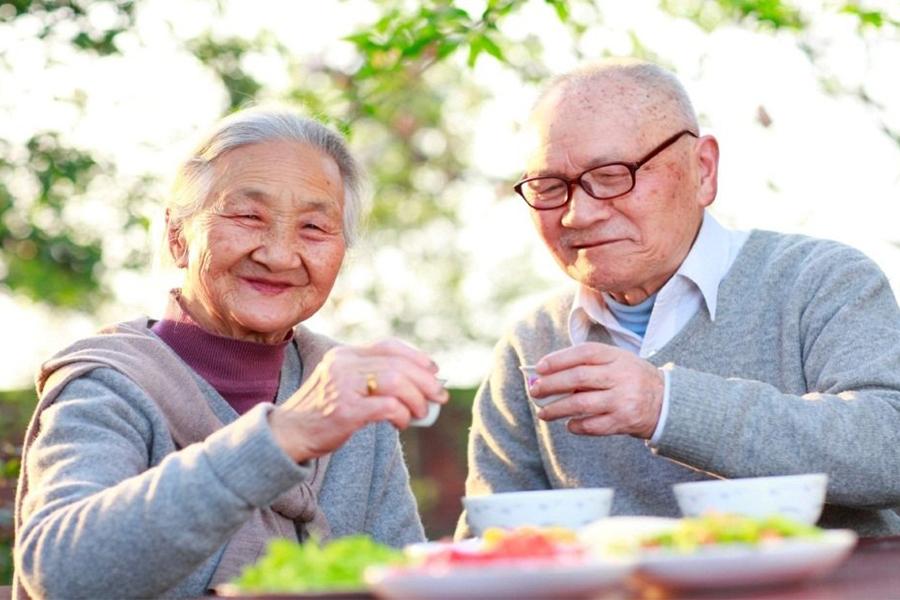 công dụng hữu hiệu của Đông Trùng Hạ Thảo đối với người già